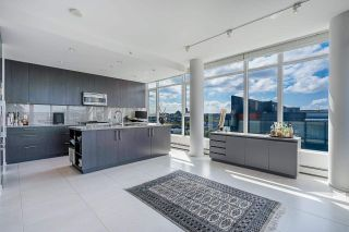 """Photo 6: 1702 1708 COLUMBIA Street in Vancouver: Mount Pleasant VW Condo for sale in """"Wall Centre False Creek"""" (Vancouver West)  : MLS®# R2580995"""
