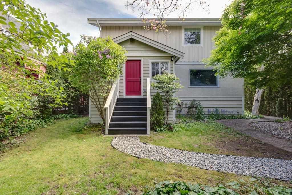 "Main Photo: 38724 BUCKLEY Avenue in Squamish: Dentville House for sale in ""Dentville"" : MLS®# R2572436"