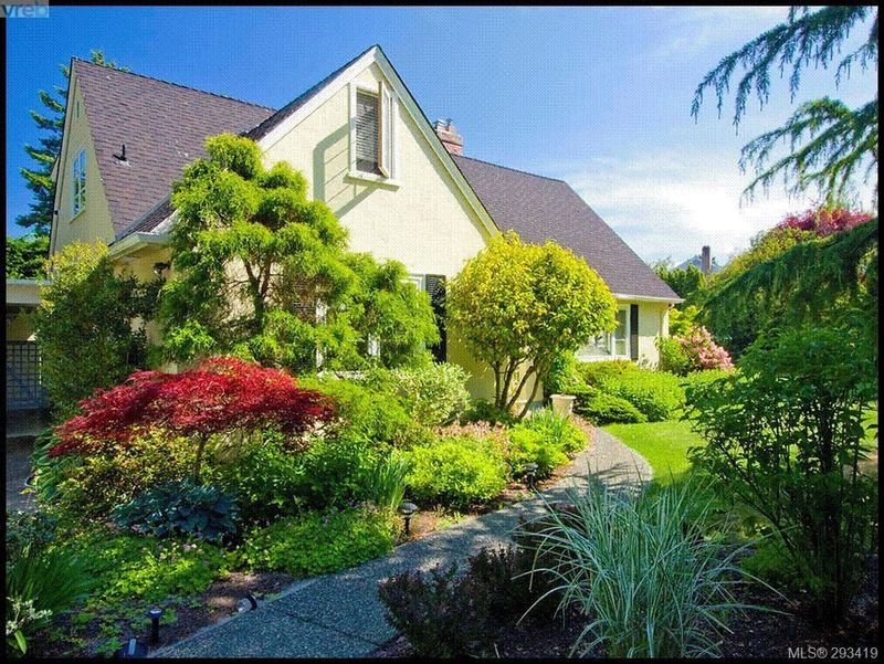 FEATURED LISTING: 3035 Lansdowne Rd VICTORIA