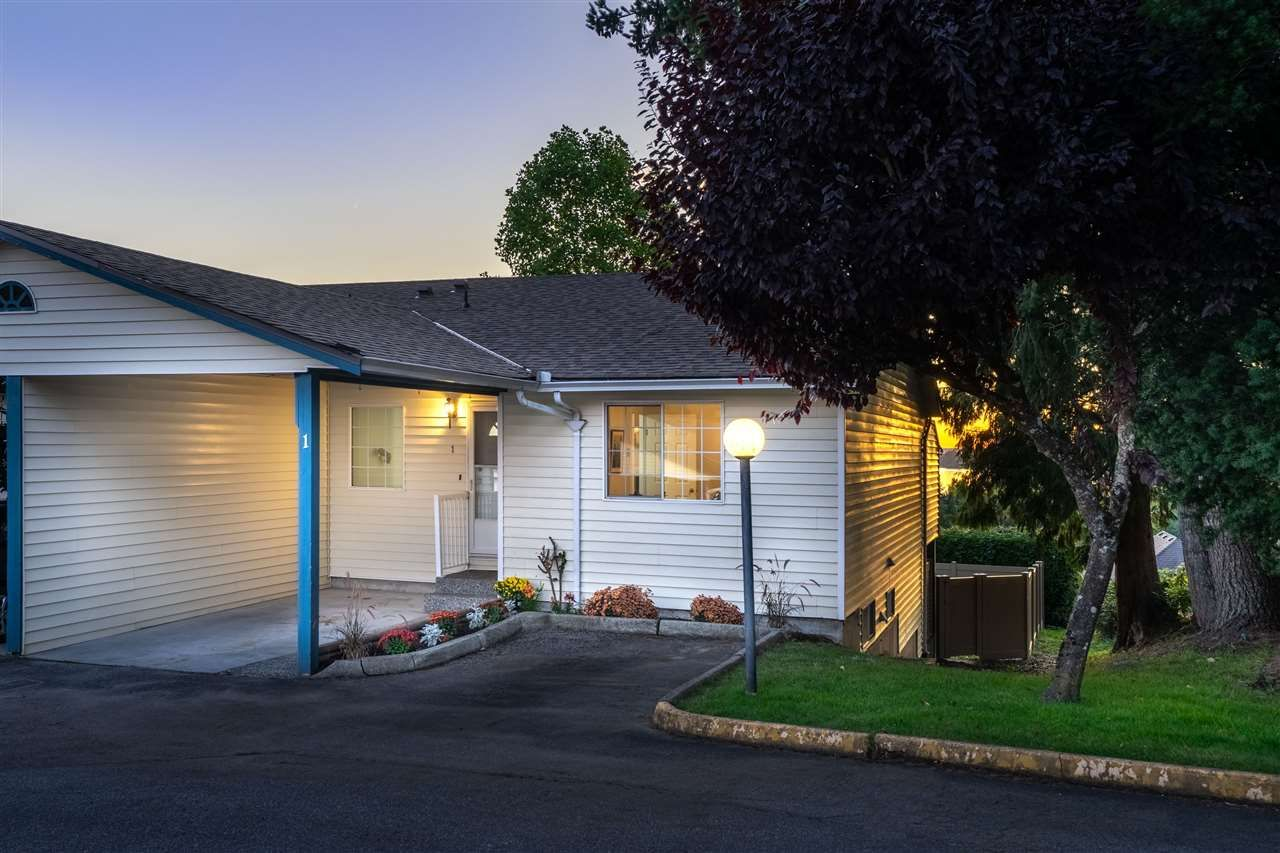 """Main Photo: 1 11464 FISHER Street in Maple Ridge: East Central Townhouse for sale in """"SOUTHWOOD HEIGHTS"""" : MLS®# R2410116"""