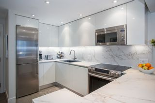 """Photo 3: 1902 930 CAMBIE Street in Vancouver: Yaletown Condo for sale in """"Pacific Place Landmark II"""" (Vancouver West)  : MLS®# R2361842"""