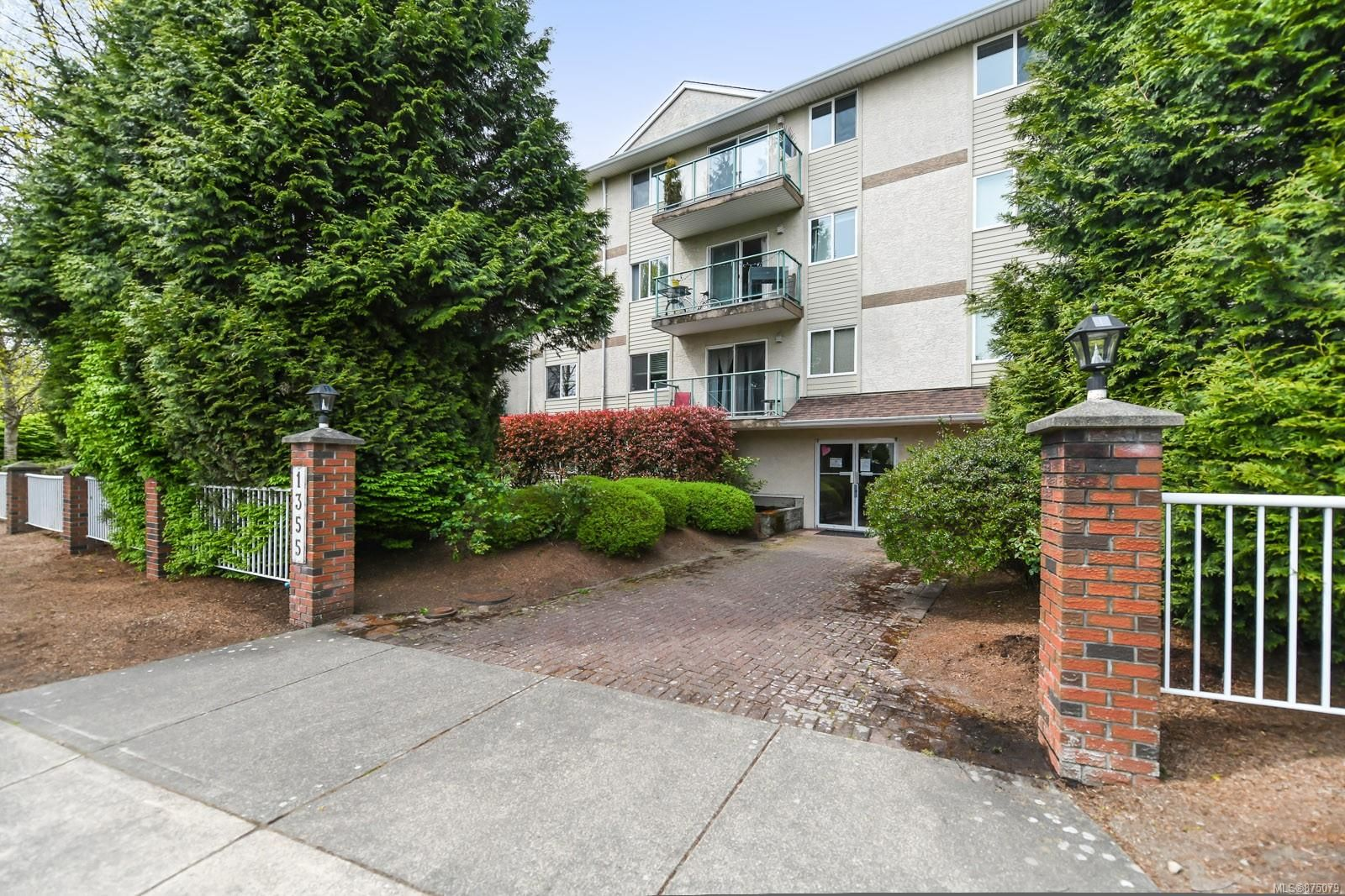 Main Photo: 205 1355 Cumberland Rd in : CV Courtenay City Condo for sale (Comox Valley)  : MLS®# 875079