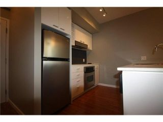 Photo 2: 688 CITADEL PARADE in Vancouver: Downtown VW Townhouse for sale (Vancouver West)  : MLS®# V1047905