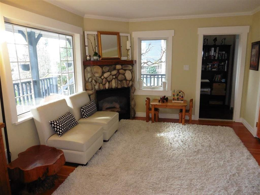 Photo 6: Photos: 16045 9 Avenue in Surrey: King George Corridor House for sale (South Surrey White Rock)  : MLS®# R2149917