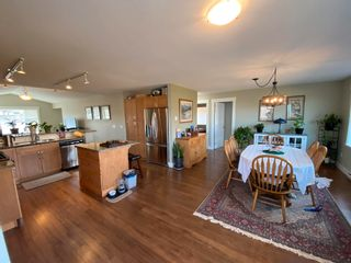 Photo 3: 5628 PETERS Crescent in Sechelt: Sechelt District House for sale (Sunshine Coast)  : MLS®# R2608126
