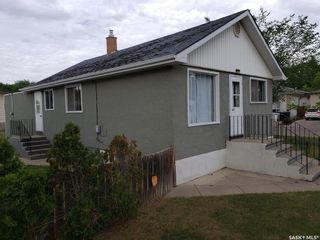 Photo 3: 237 Montreal Avenue South in Saskatoon: Meadowgreen Residential for sale : MLS®# SK860660
