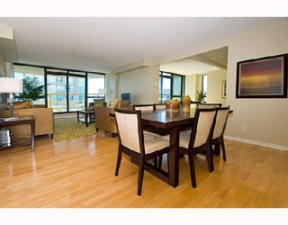 """Photo 3: 3202 1331 ALBERNI Street in Vancouver: West End VW Condo for sale in """"THE LIONS"""" (Vancouver West)  : MLS®# V660192"""