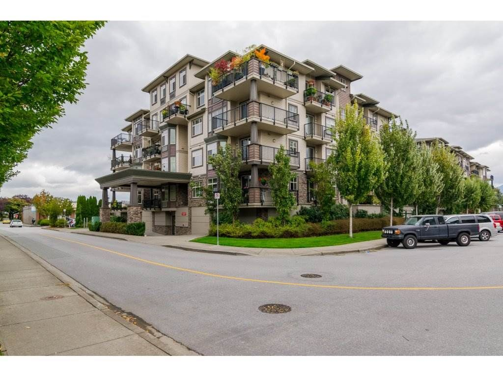 """Main Photo: 300 9060 BIRCH Street in Chilliwack: Chilliwack W Young-Well Condo for sale in """"The Aspen Grove"""" : MLS®# R2115695"""