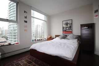 "Photo 4: 2002 1009 EXPO Boulevard in Vancouver: Yaletown Condo for sale in ""LANDMARK 33"" (Vancouver West)  : MLS®# R2090524"