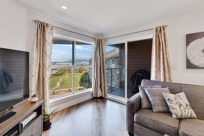 FEATURED LISTING: 424 - 5880 DOVER Crescent Richmond