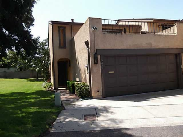 Main Photo: CLAIREMONT Townhouse for sale : 3 bedrooms : 7625 Caminito De Oi Vay in San Diego