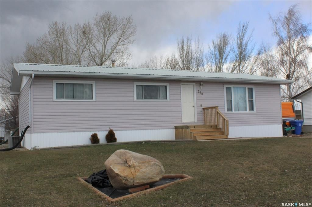 Main Photo: 209 3rd Avenue East in Lampman: Residential for sale : MLS®# SK849937