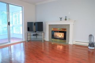 """Photo 1: 206 2133 DUNDAS Street in Vancouver: Hastings Condo for sale in """"Harbourgate"""" (Vancouver East)  : MLS®# R2395295"""