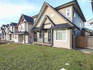 Photo 1: 27933 FRASER Highway in Abbotsford: Aberdeen House for sale : MLS®# R2133585