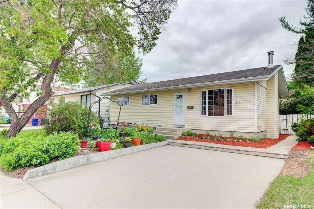 Main Photo: 210 Central Street in Warman: Residential for sale : MLS®# SK859298