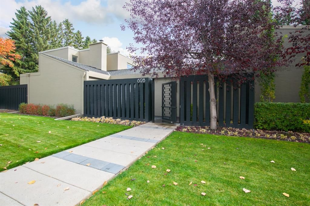 Main Photo: 6128 Belvedere Road SW in Calgary: Bel-Aire Detached for sale : MLS®# A1064403