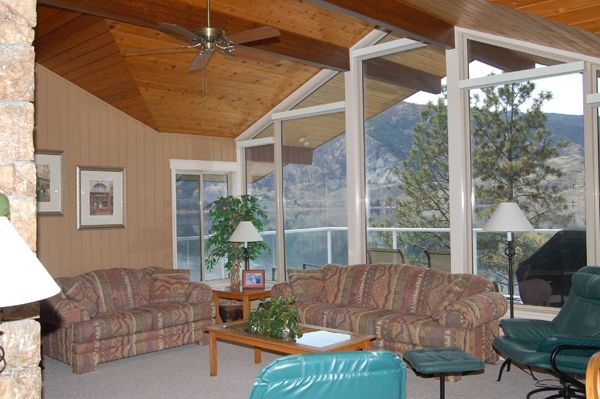 Photo 3: Photos: 4021 Lakeside Road in Penticton: Penticton South Residential Detached for sale : MLS®# 136028