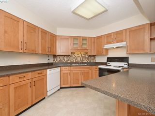 Photo 4: 205 225 Belleville St in VICTORIA: Vi James Bay Condo for sale (Victoria)  : MLS®# 809266