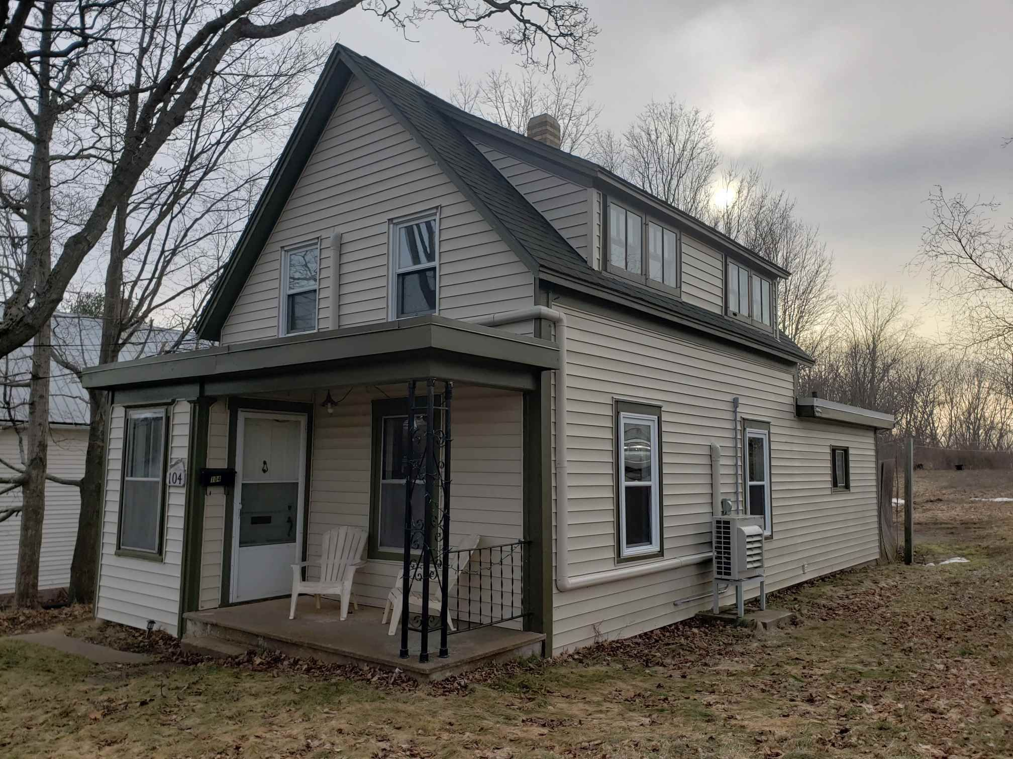 Main Photo: 104 Oakdene Avenue in Kentville: 404-Kings County Residential for sale (Annapolis Valley)  : MLS®# 202103946