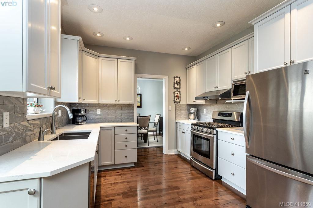 Main Photo: 1037 Leslie Dr in VICTORIA: SE Quadra Half Duplex for sale (Saanich East)  : MLS®# 816161