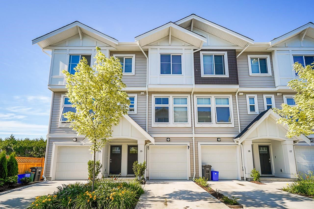 """Main Photo: 19 12073 62 Avenue in Surrey: Panorama Ridge Townhouse for sale in """"Sylvia"""" : MLS®# R2594408"""