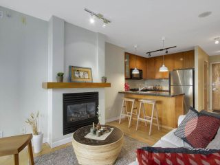 """Photo 4: 1606 989 RICHARDS Street in Vancouver: Downtown VW Condo for sale in """"MONDRIAN I"""" (Vancouver West)  : MLS®# R2122201"""