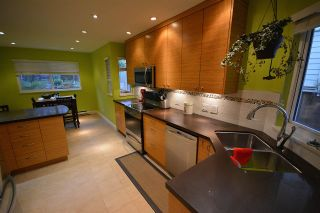 Photo 1: 211 E 4TH STREET in North Vancouver: Lower Lonsdale Townhouse for sale : MLS®# R2024160