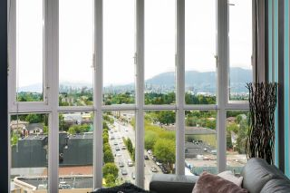 """Photo 4: 1004 4028 KNIGHT Street in Vancouver: Knight Condo for sale in """"KING EDWARD VILLAGE - PHASE II"""" (Vancouver East)  : MLS®# R2408110"""