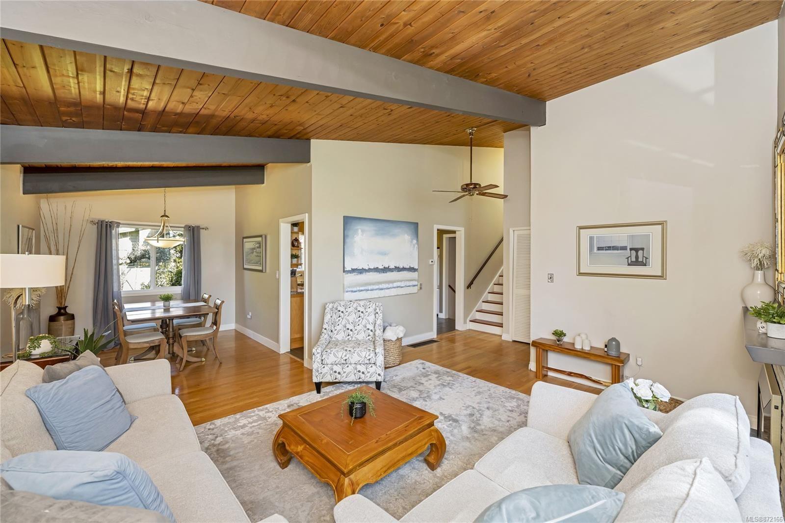 Photo 4: Photos: 1690 Blair Ave in : SE Lambrick Park House for sale (Saanich East)  : MLS®# 872166