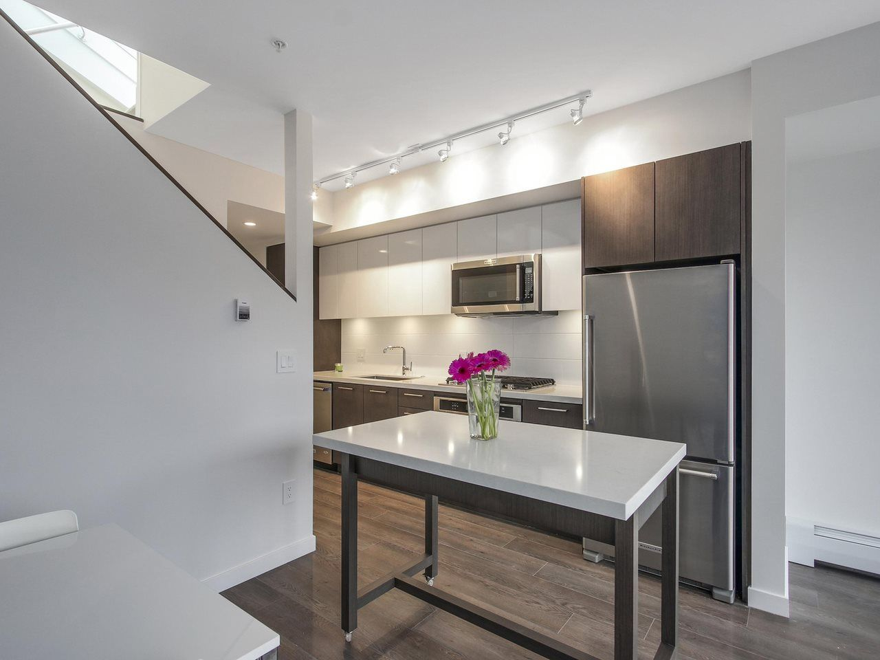 """Photo 5: Photos: 604 417 GREAT NORTHERN Way in Vancouver: Mount Pleasant VE Condo for sale in """"CANVAS"""" (Vancouver East)  : MLS®# R2118078"""