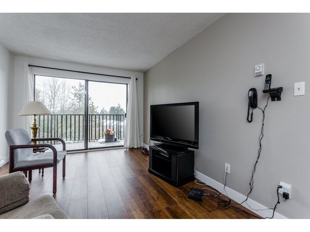 """Photo 8: Photos: 303 9952 149 Street in Surrey: Guildford Condo for sale in """"Tall Timbers"""" (North Surrey)  : MLS®# R2241309"""