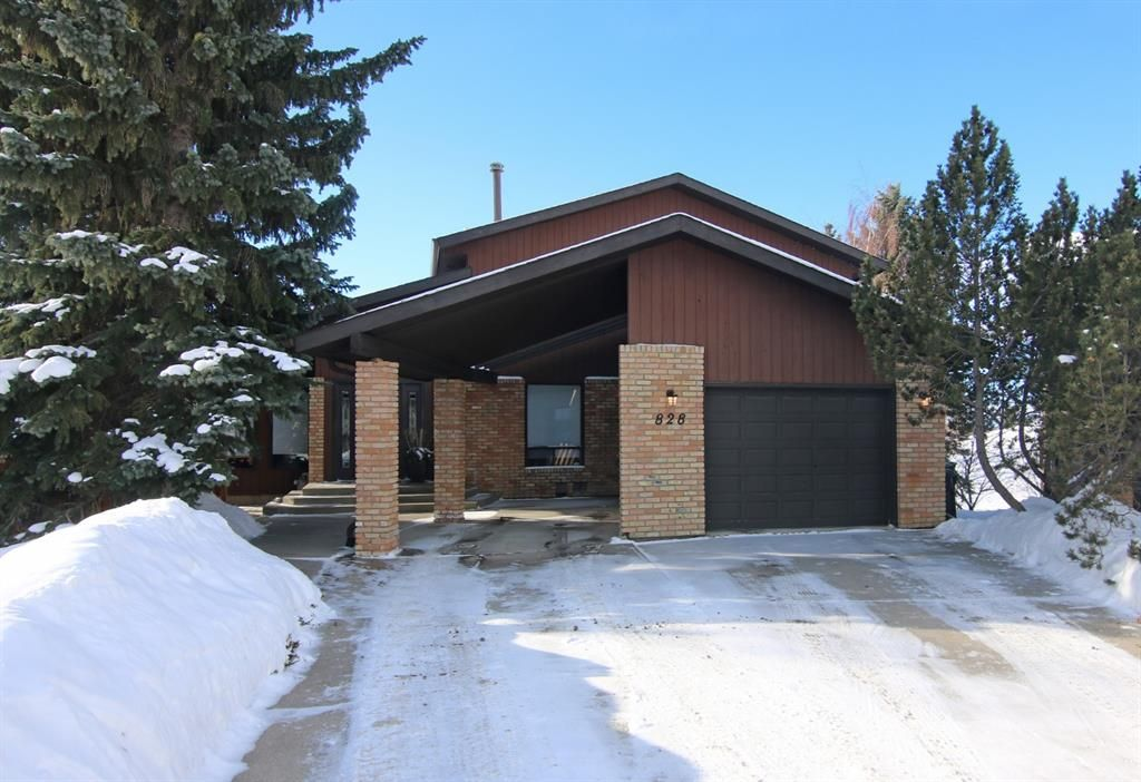 Main Photo: 828 Ranch Estates Place NW in Calgary: Ranchlands Residential for sale : MLS®# A1069684