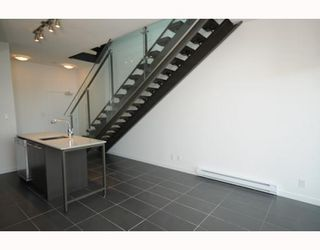 "Photo 3: 204 522 W 8TH Avenue in Vancouver: Fairview VW Townhouse for sale in ""CROSSROADS"" (Vancouver West)  : MLS®# V762228"