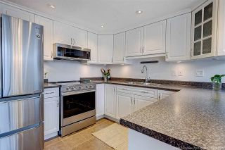 """Photo 8: 8537 WOODTRAIL Place in Burnaby: Forest Hills BN Townhouse for sale in """"SIMON FRASER VILLAGE"""" (Burnaby North)  : MLS®# R2555729"""
