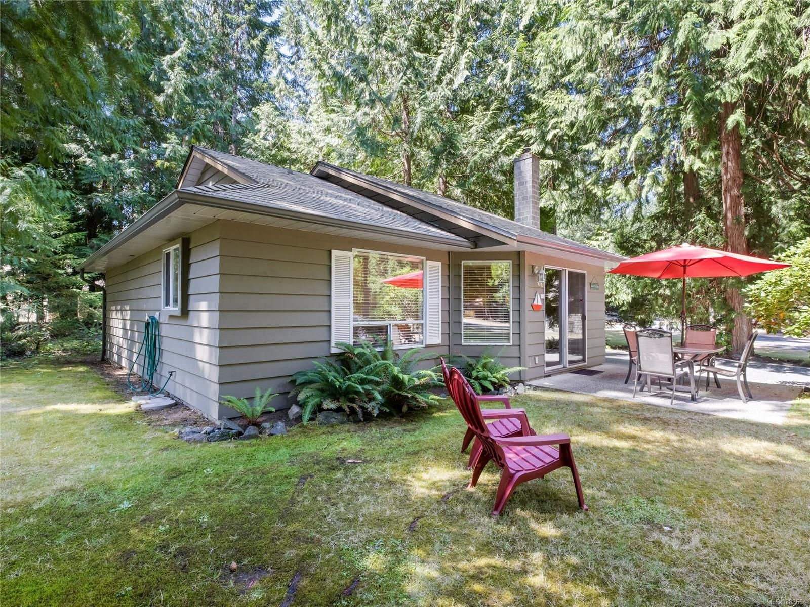 Main Photo: 60 1051 Resort Dr in : PQ Parksville Row/Townhouse for sale (Parksville/Qualicum)  : MLS®# 883694
