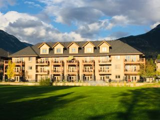Photo 3: 216 - 200 BIGHORN BOULEVARD in Radium Hot Springs: Condo for sale : MLS®# 2454764