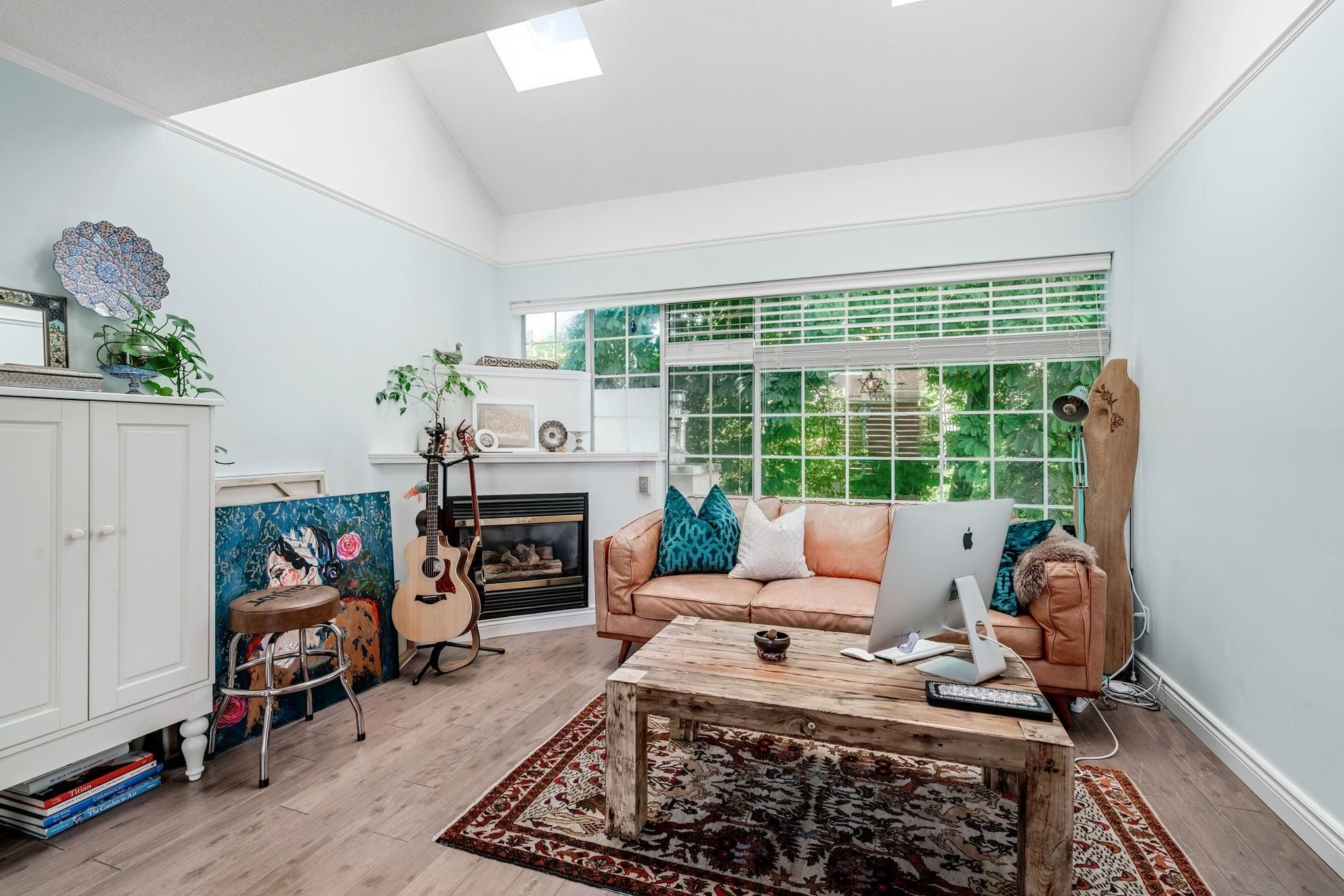 """Main Photo: 401 1525 PENDRELL Street in Vancouver: West End VW Condo for sale in """"Charlotte Gardens"""" (Vancouver West)  : MLS®# R2617074"""