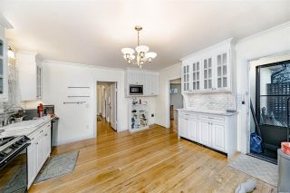 Photo 13: 208 W 23RD AVENUE in Vancouver: Cambie House for sale (Vancouver West)  : MLS®# R2444965