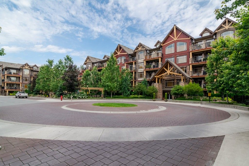 """Photo 3: Photos: 155 8328 207A Street in Langley: Willoughby Heights Condo for sale in """"YORKSON CREEK"""" : MLS®# R2201226"""