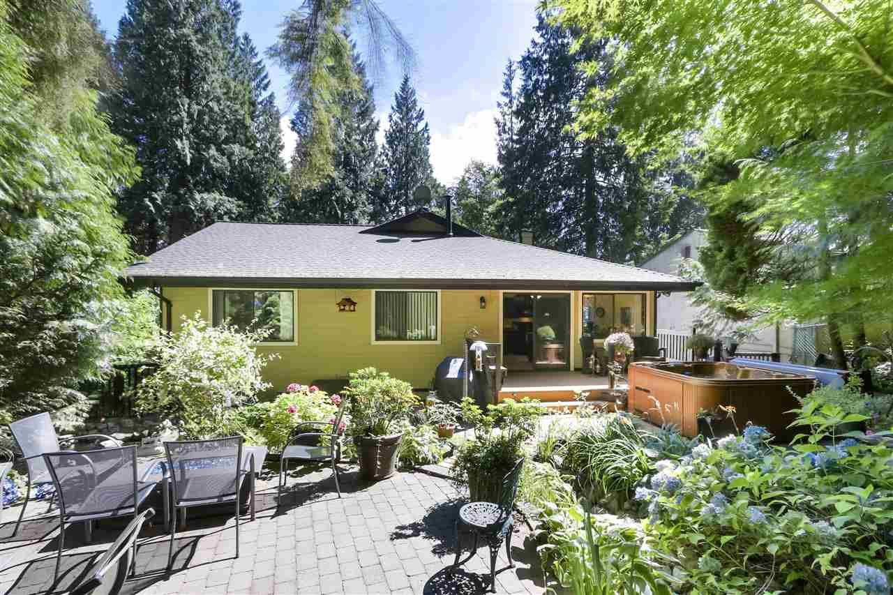"""Photo 25: Photos: 4727 MOUNTAIN Highway in North Vancouver: Lynn Valley House for sale in """"Upper Lynn"""" : MLS®# R2491401"""