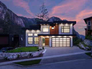 Photo 2: 2204 WINDSAIL PLACE in Squamish: Plateau House for sale : MLS®# R2464154