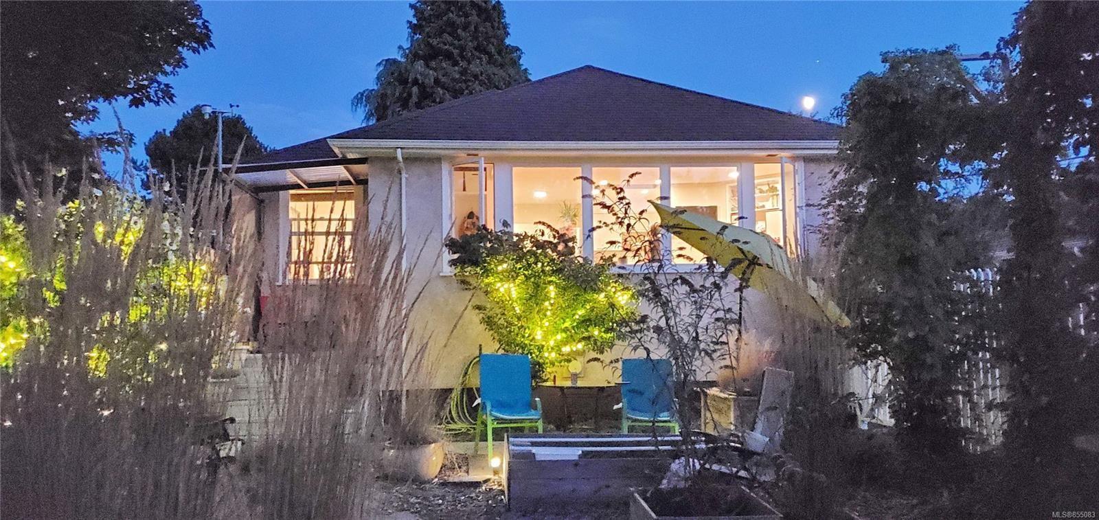 Main Photo: 839 Villance St in : Vi Mayfair Half Duplex for sale (Victoria)  : MLS®# 855083