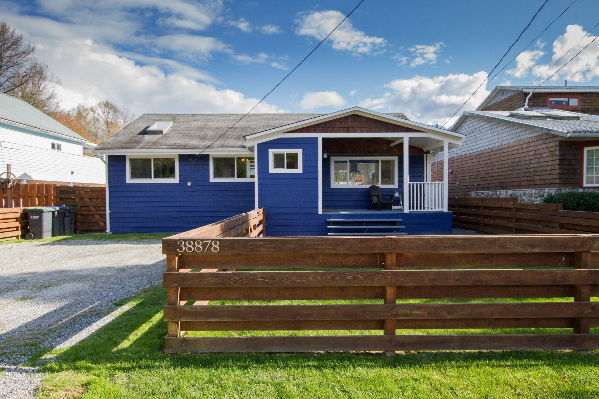 Main Photo: 38878 Newport Road in Squamish: House for sale