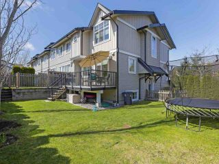 """Photo 2: 118 2450 161A Street in Surrey: Grandview Surrey Townhouse for sale in """"GLENMORE"""" (South Surrey White Rock)  : MLS®# R2357061"""