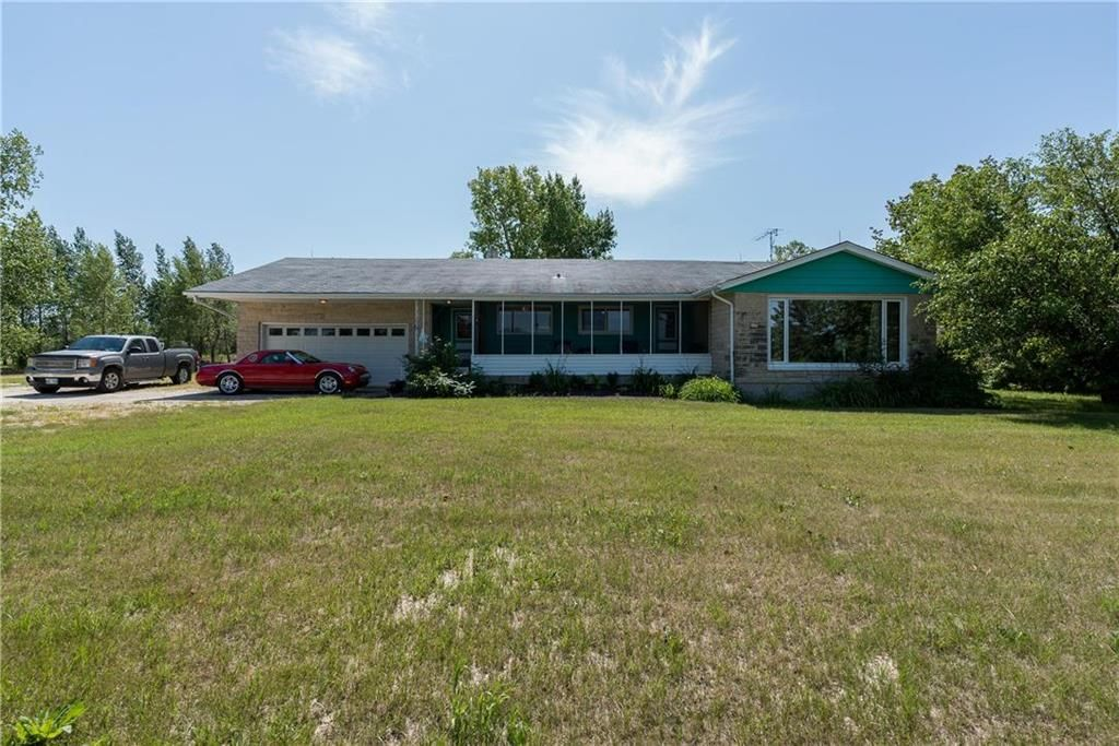 Photo 1: Photos: 6040 PTH 2 . Highway in Oak Bluff: RM of MacDonald Residential for sale (R08)  : MLS®# 202021001
