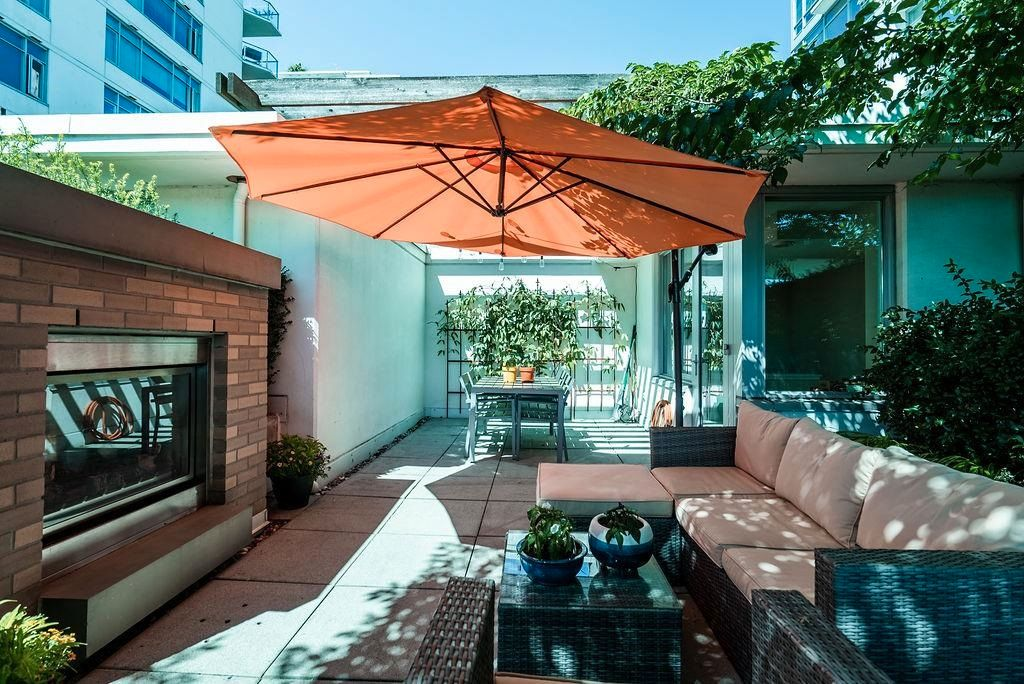 """Main Photo: TH14 166 W 13TH Street in North Vancouver: Central Lonsdale Townhouse for sale in """"VISTA PLACE"""" : MLS®# R2608156"""