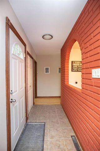 Photo 2: 146 Danbury Bay in Winnipeg: Crestview Residential for sale (5H)  : MLS®# 202023417