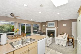 Photo 3: 2 920 Brulette Pl in : ML Mill Bay Row/Townhouse for sale (Malahat & Area)  : MLS®# 859918