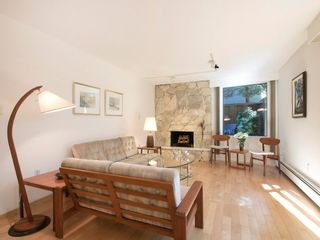 """Photo 3: 104 1930 W 3RD Avenue in Vancouver: Kitsilano Condo for sale in """"THE WESTVIEW"""" (Vancouver West)  : MLS®# R2099750"""
