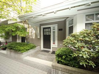 """Photo 2: 5358 LARCH Street in Vancouver: Kerrisdale Townhouse for sale in """"Larchwood"""" (Vancouver West)  : MLS®# R2382346"""